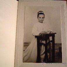 Fotografía antigua: FOTO COMUNIÓN.ESTUDIO LLÁTZER - SOLSONA.. Lote 36225725