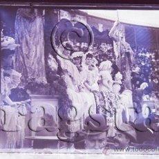 Fotografía antigua: PLACA ORIGINAL CRISTAL TAMAÑO 9X12 DAMAS EN LA PLAZA DE TOROS DE DE CASTELLON. Lote 36622142