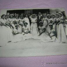 Fotografía antigua: FOTOGRAFIA DE NOVIOS CON SUS DAMAS DE HONOR. Lote 36808821