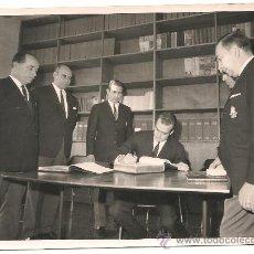 Fotografía antigua: JUAN CARLOS I, JUAN ANTONIO SAMARANCH Y RAÚL RANCÉ EN EL SALÓN NÁUTICO DE BARCELONA AÑO 1965. . Lote 36958955
