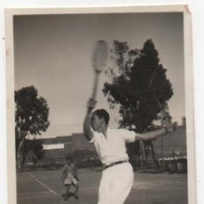 Fotografía antigua: HUELVA,1931,PARTIDO DE TENIS EN CLUB TENIS HUELVA, VER DETALLES,PRECIOSA,82X57MM. Lote 38094185