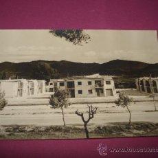 Fotografía antigua: ANTIGUA FOTOGRAFIA DEL GRUPO DE VIVIENDAS DE SAN ISIDRO LABRADOR DE IBI DEL AÑO 1960S... Lote 38677871