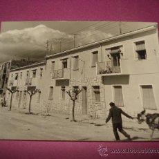 Fotografía antigua: ANTIGUA FOTOGRAFIA DE IBI ** CALLE SAN PASCUAL ** AÑO 1960S.. Lote 38734069
