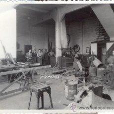 Fotografía antigua: SEVILLA, AÑOS 50, UNA HERRERIA, FOT.SERRANO,PRECIOSA,116X88MM. Lote 38778182