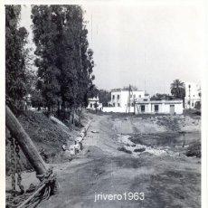 Fotografía antigua: BELLAVISTA, SEVILLA,1960, OBRAS PUBLICAS, TRABAJOS SANEAMIENTO,178X118MM. Lote 38855322