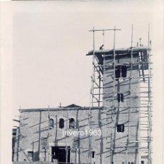 Fotografía antigua: GUADIANA DEL CAUDILLO, BADAJOZ, 1950, CONSTRUCCION DE LA IGLESIA,90X60MM. Lote 38868491