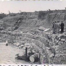 Fotografía antigua: AGUADULCE, SEVILLA,1949,EFECTOS DE LAS INUNDACIONES EN LAS INSTALACIONES DE RENFE, RARISIMA,85X58MM. Lote 38913205