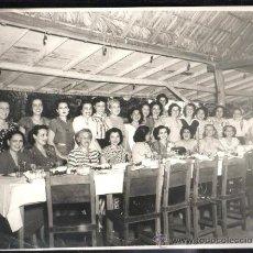 Fotografía antigua: CUBA. FOTOGRAFIA DE MUJERES EN UN RESTAURANT CUBANO. 25 X 20CM.. Lote 39293381