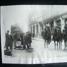 Fotografía antigua: 1934-REVUELTAS EN BILBAO.ELECCIONES.GUARDIA CIVIL. FOTO ORIGINAL. GRANDE 23X18 CM. Lote 39265576