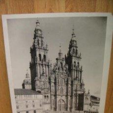 Fotografía antigua: FOTOGRAFIA DE LA CATEDRAL DE SANTIAGO DE COMPOSTELA - - 29 X 23 CNTº AÑOS 50. Lote 39354456