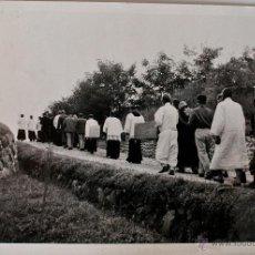 Fotografía antigua: FOTOGRAFIA DE SACERDOTES Y MILITARES, EN KOREA 1951!! . Lote 39556329