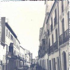 Fotografía antigua: BAENA, CORDOBA, UNA CALLE, FOT.R.RUIZ,86X116MM. Lote 39695882
