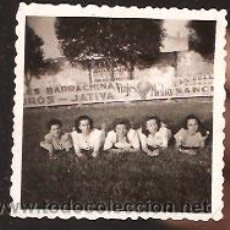 Fotografía antigua: FOTO CHICAS - FONDO PUBLICIDAD DE JÁTIVA. Lote 39738098