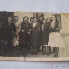 Fotografía antigua: ANTIGUA FOTOGRAFIA GRUPO DE MUJERES,AÑOS 40.. Lote 40068705