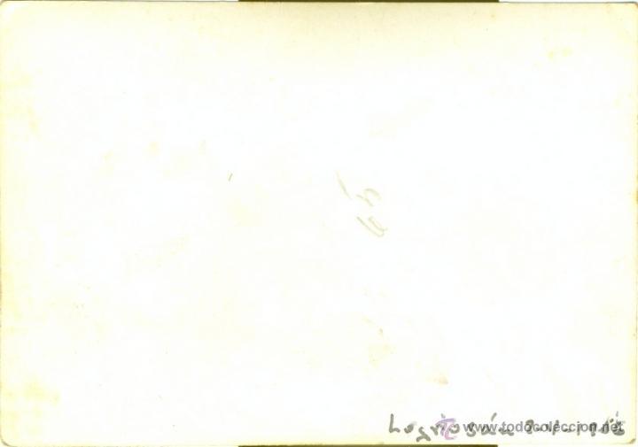 Fotografía antigua: LOGROSAN, CACERES,1956, PARADA DEL AUTOBUS, MUY RARA,105X75MM - Foto 2 - 40395961