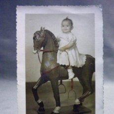 Fotografía antigua: FOTOGRAFIA ANTIGUA, FOTO, NIÑA, 1953, DERREY ESTUDIOS, 14 X 9 CM. Lote 40872290