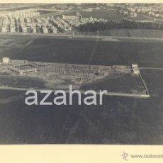 Fotografía antigua: SEVILLA,1945, CENTRO DE ESTUDIOS DEL TABACO, HOY EN DIA LOS BERMEJALES, AL FONDO CAMPO DEL BETIS. Lote 41692485