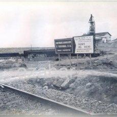 Fotografía antigua: PUENTE DEL HACHO, LINEA FERROCARRIL LINARES ALMERIA, SUSTITUCION DE TRAMOS,240X180MM. Lote 41692725