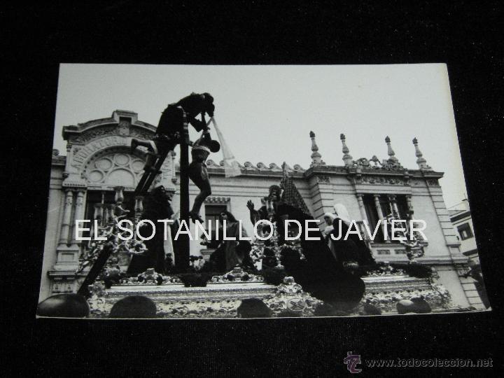 SEMANA SANTA SEVILLA, FOTOGRAFIA DE 18X12 CM - PASO DEL CRISTO DE LAS CINCO LLAGAS - HDAD TRINIDAD (Fotografía Antigua - Fotomecánica)