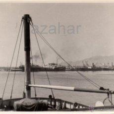 Fotografía antigua: MALAGA,1954, PRECIOSA FOTOGRAFIA DEL PUERTO, 175X115MM. Lote 41766227
