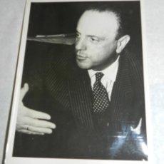 Fotografía antigua: FOTOGRAFIA ORIGINAL DE MANUEL FRAGA IRIBARNE COMO MINISTRO DE INFORMACION Y TURISMO. MIDE 17,8 X 12,. Lote 42218855
