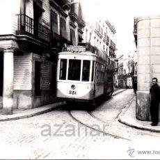 Fotografía antigua: SEVILLA,1959, TRANVIA EN CALLE HERNANDO COLON, LINEA MACARENA - AVDA.LA FALANGE,140X90MM. Lote 42229711