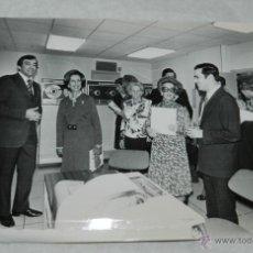 Fotografía antigua: FOTOGRAFIA DE DOÑA CARMEN POLO DE FRANCO . MIDE 24 X 18 CMS.. Lote 42241161