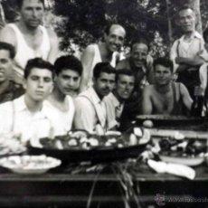 Fotografía antigua: FOTOGRAFIA ANTIGUA, PAELLA EN EL VEDAT, TORRENTE, VALENCIA, VERANO DE 1951. Lote 42553013