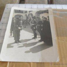 Fotografía antigua: FOTO MILITAR MILITARES JURA DE BANDERA. Lote 42598457