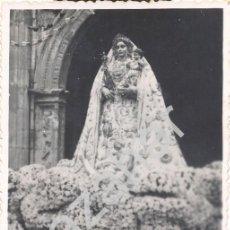 Fotografía antigua: LUCENA, CORDOBA,1948,LA VIRGEN DE ARACELI SALIENDO DE SAN MATEO PARA SU CORONACION,84X134MM. Lote 43021231