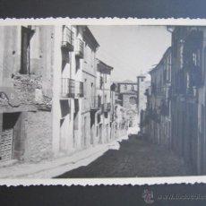 Fotografía antigua: FOTOGRAFÍA GUADALAJARA. UNA CALLE DE SIGÜENZA. AÑO 1959. . Lote 43509079