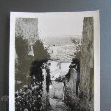Fotografía antigua: FOTOGRAFÍA GUADALAJARA. UNA CALLE DE PASTRANA. AÑO 1959.. Lote 43509114