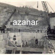 Fotografía antigua: AVILES, AÑOS 50-60, TRABAJOS CONSTRUCCION PUERTO DE ENSIDESA, MAGNIFICA,175X115MM. Lote 43509124