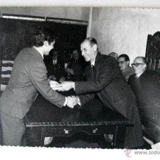 Fotografía antigua: FOTOGRAFIA ORIGINAL DE RAFAEL VILLALONGA BLANES, PRESIDENTE DIPUTACIÓN, 1968, MALLORCA. Lote 43539647
