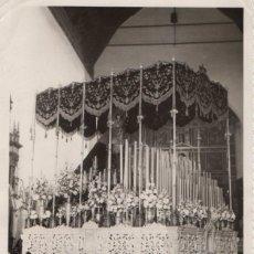 Fotografía antigua: SEMANA SANTA DE AYAMONTE, PALIO HERMANDAD SANTO ENTIERRO, SOLEDAD Y VERA CRUZ,130X165MM. Lote 43745604