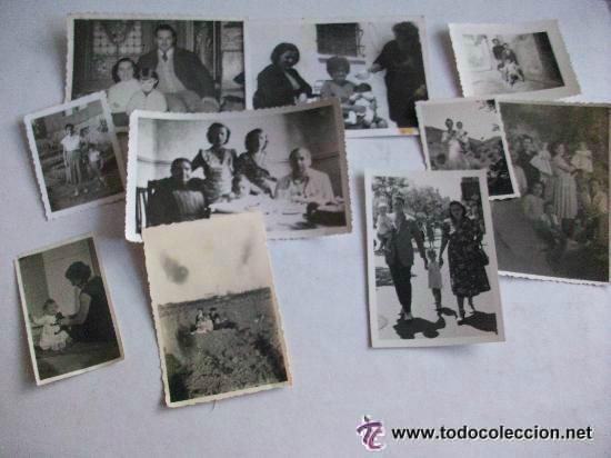LOTE DE 10 FOTOS DE FAMILIAS CON NIÑOS PEQUEÑOS . AÑOS 30- 40 Y 50.. (Fotografía Antigua - Fotomecánica)