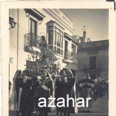 Fotografía antigua: SEVILLA, AÑOS 40, PROCESION, IMAGEN PORTADA POR ENFERMERAS,RARA,65X90MM. Lote 43971750