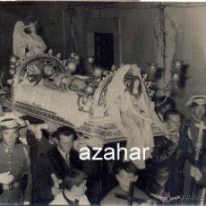 Fotografía antigua: IMPRESIONANTE FOTOGRAFIA SANTO ENTIERRO, ZONA BADAJOZ O CACERES,FOT.BRAVO,TRUJILLO,105X70MM. Lote 44234553