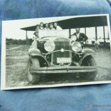 Fotografía antigua: FOTOGRAFIA DE COCHE ANTIGUO CON GENTE. Lote 44305653