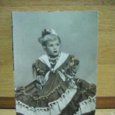 Fotografía antigua: FOTO DE NIÑA CON TRAJE REGIONAL - COLOREADA. Lote 44329842