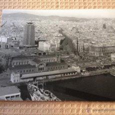 Fotografía antigua: PRECIOSA FOTOGRAFIA ANTIGUA ORIGINAL, REALIZADA EN EL AÑO 1964. BARCELONA, PUERTO Y CIUDAD 24,5X18CM. Lote 44615250