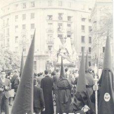 Fotografía antigua: SEMANA SANTA DE SEVILLA, ANTIGUA FOTOGRAFIA HERMANDAD DEL BARATILLO,75X105MM. Lote 44834303