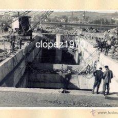 Fotografía antigua: AVILES, AÑOS 50-60, TRABAJOS CONSTRUCCION PUERTO DE ENSIDESA, MAGNIFICA,175X115MM. Lote 44963801