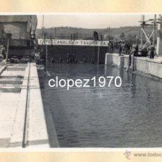 Fotografía antigua: AVILES, AÑOS 50-60, TRABAJOS CONSTRUCCION PUERTO DE ENSIDESA, MAGNIFICA,175X115MM. Lote 44963813