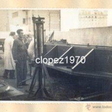 Fotografía antigua: AVILES, AÑOS 50-60, TRABAJOS CONSTRUCCION PUERTO DE ENSIDESA, TALLERES,175X115MM. Lote 44963853
