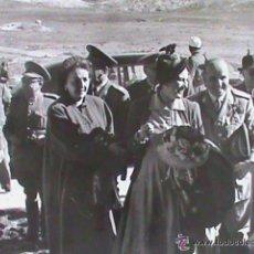 Fotografía antigua: EL GENERAL VARELA CON NOTABLES MOROS : MEDALLA MILITAR INDIVIDUAL, ETC . TETUAN , 1949... Lote 45409451
