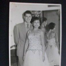 Fotografía antigua: FOTO DE PAREJA : FOTO: SEMPERE,VALENCIA , AÑOS 50-60 .... 8,5 X 14 CM. Lote 45788759