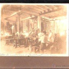 Fotografía antigua: ANTIGUA FOTOGRAFIA DEL TALLER DE CARPINTERIA. BENITO BARROS FREIJEIRO. HABANA, CUBA. 22 X 16CM.. Lote 45810866