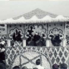 Fotografía antigua: DOS HERMANAS, 1968, ROMERIA DE VALME, 112X72MM. Lote 46055061