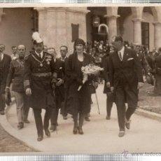 Fotografía antigua: FOTOGRAFIA DE SS.MM. LOS REYES DE ESPAÑA EN LA EXPOSICION IBERO-AMERICANA. PABELLON DE CUBA.. Lote 46246488